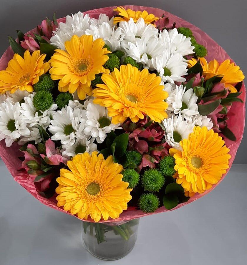 Dažādu ziedu pušķis